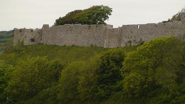 carisbroke-castle-2.jpg