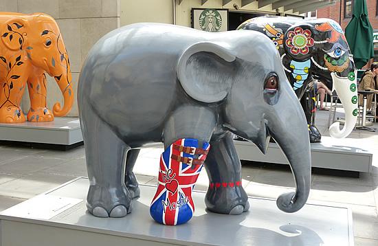 elephantparade2014-01.jpg