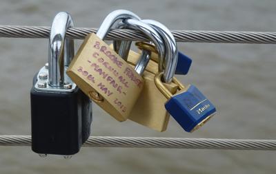 mbridge-locks2.jpg
