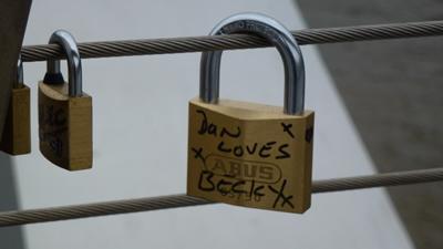 mbridge-locks3.jpg