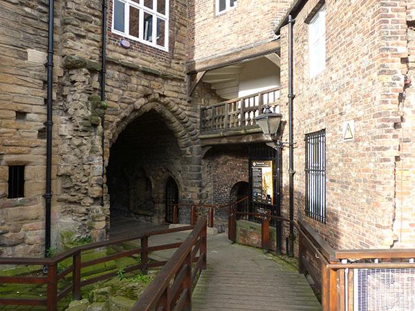newcastle-castle02.jpg