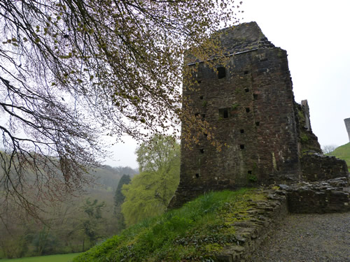 okehampton-castle-02.jpg